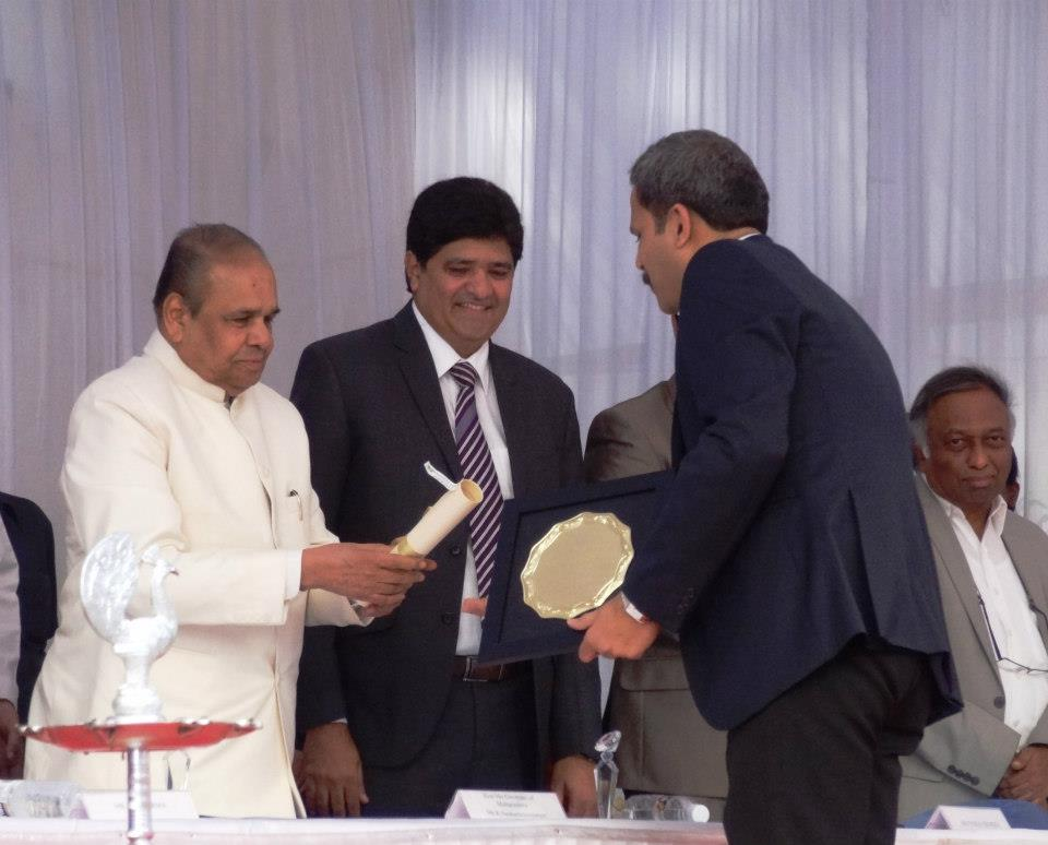 Harmony Consultants | Yogesh Patgaonkar | Receiving award from His Excellency Governor of Maharashtra